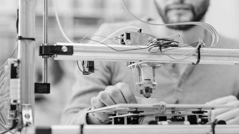 Изобретатели считались шарлатанами не только в кругах обывателей, но и среди ученых-коллег, которые оказались не готовыми к новаторству.