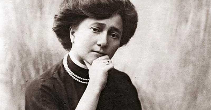 Портниха Надежда Ламанова, которая наряжала российского императора и его семью, не эмигрировала из страны после революции.