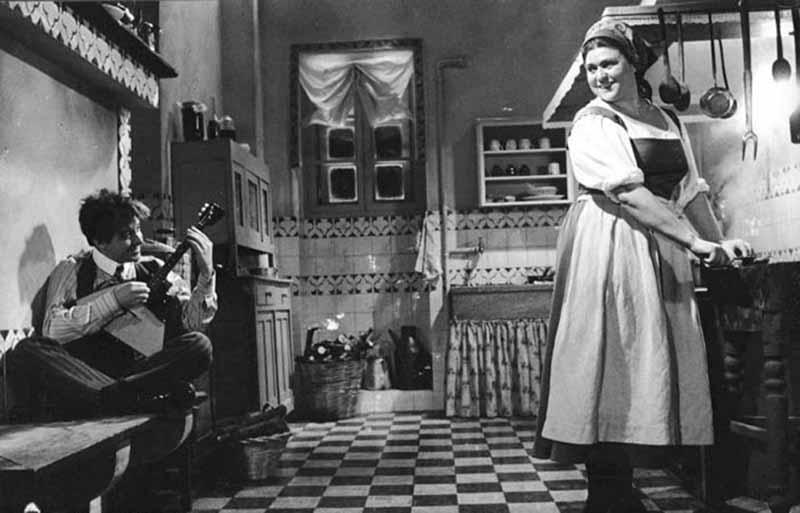 Прислуга в СССР: как при запрете на эксплуатацию появились «домашние работники» и почему они пропали позднее?