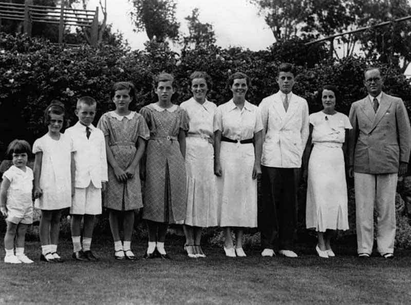 В семействе Кеннеди было много потомков эмигрантов из Ирландии, которые прославились своей силой и успешностью