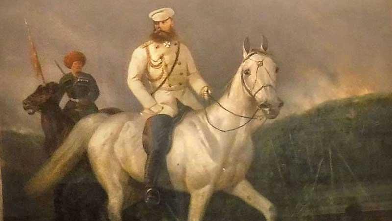 Михаила Скобелева называли «Белым генералом», потому что он всегда ехал на коне впереди войска, облаченный в мундир белого цвета.