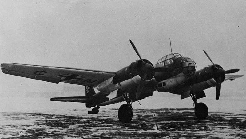 Советские истребители заметили бомбардировщик США и вели его на посадку под прицелом.