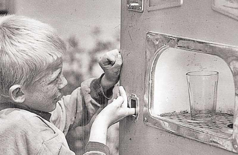 Впервые на автомат газводы получил патент Джон Мэтьюс из Америки еще в 1832 году.