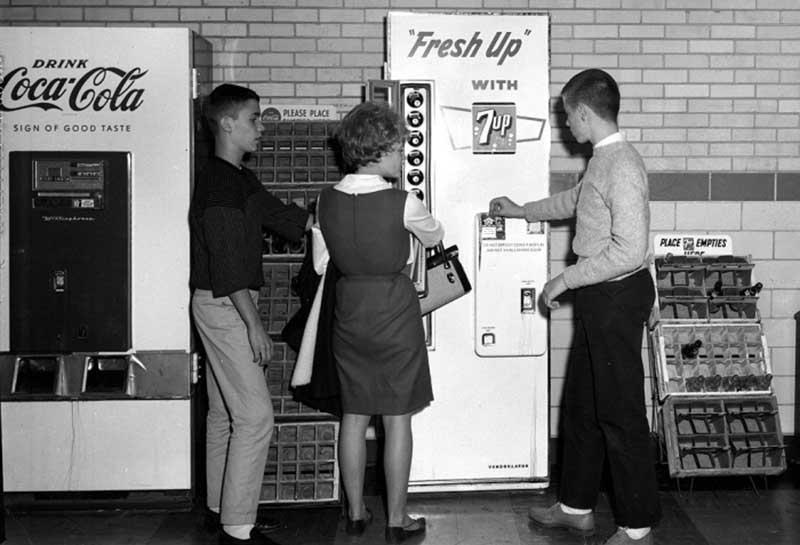 Первые официальные упоминания об автоматах газированных напитков в СССР появились в 1932 году.