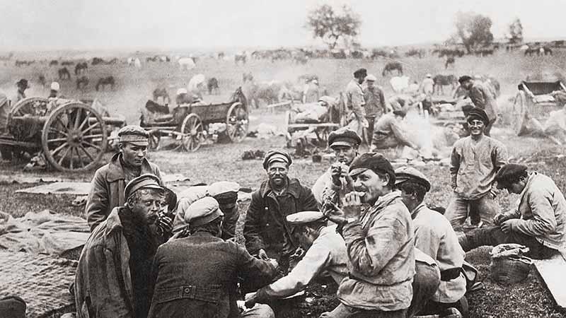 . Очень соленая сельдь помогала русским солдатам в пути и в бою.
